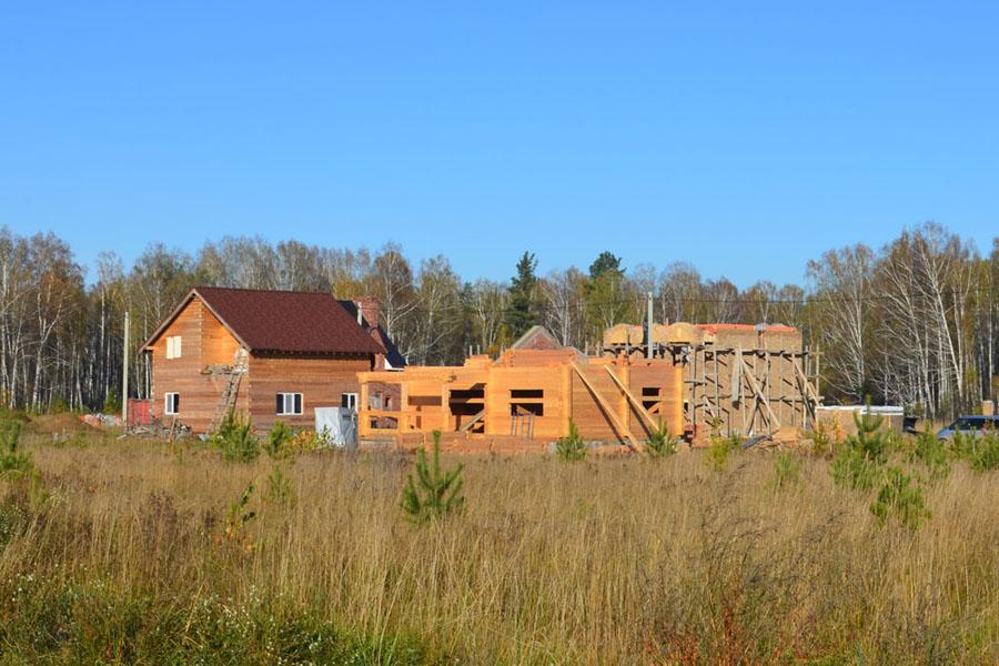 И, конечно, строения из бруса. Считается, что они наиболее точно отвечают представлениям россиян о загородном доме.
