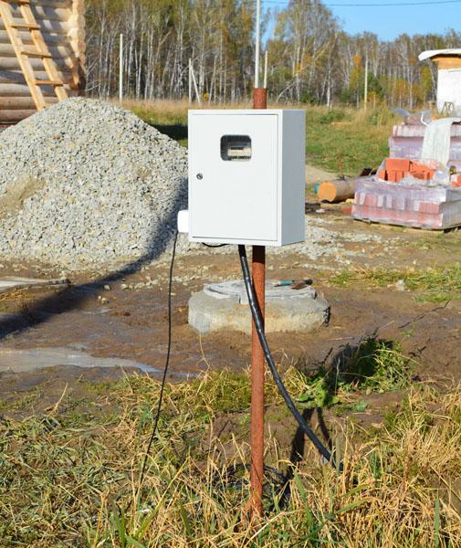 К каждому участку подведено электричество. После приобретения участка в собственность подключаются приборы учета электроэнергии, автоматические выключатели и розетки для временного питания электроприборов.